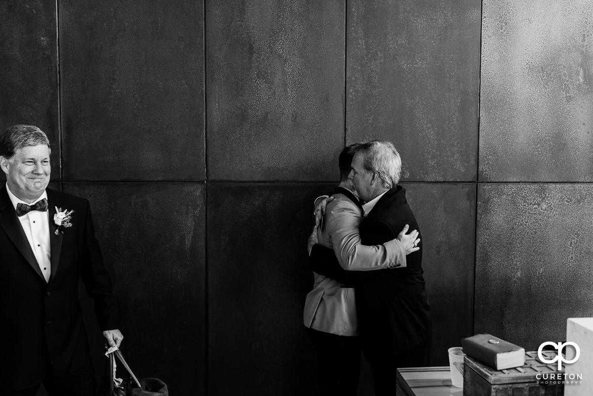 Groom hugging his dad.