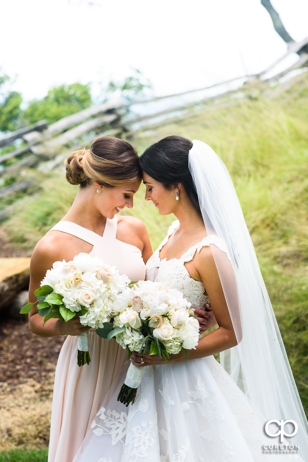 Bride and her sister at Glassy Chapel.