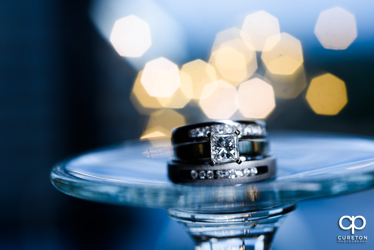 Closeup of the wedding rings.