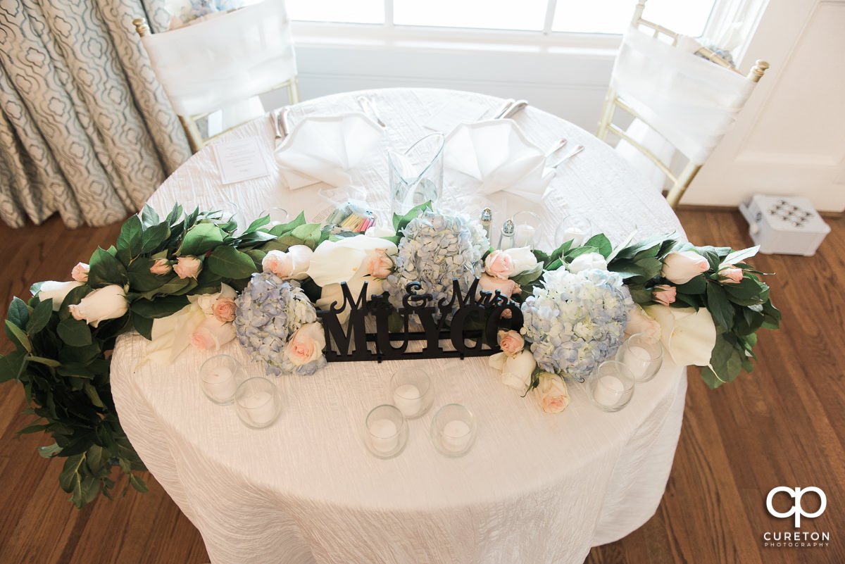 Flowers on the sweetheart table.
