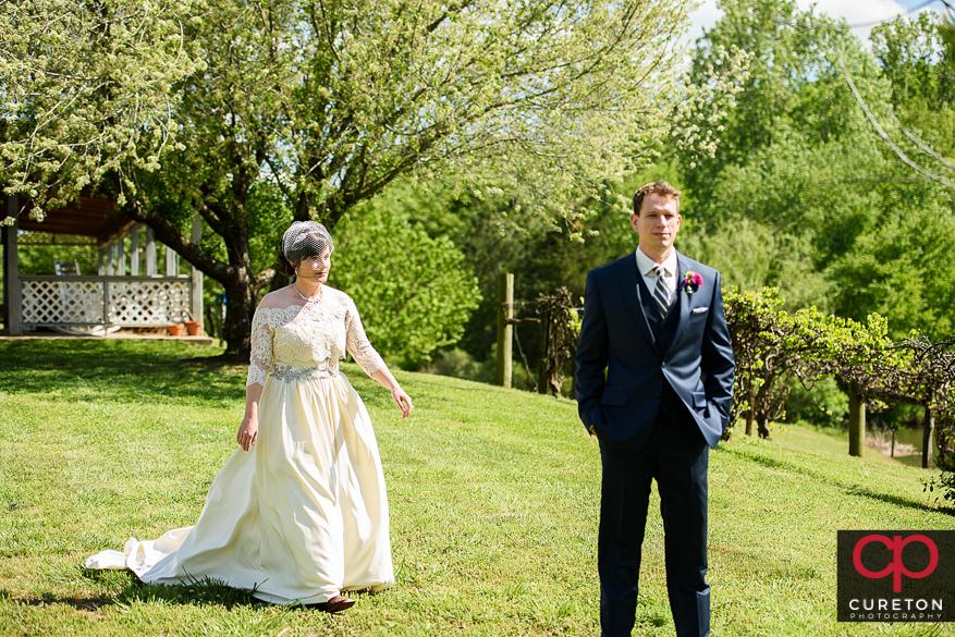 Bride walking up to see her groom.
