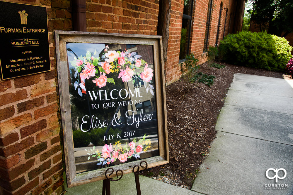 Sign in front of the wedding.