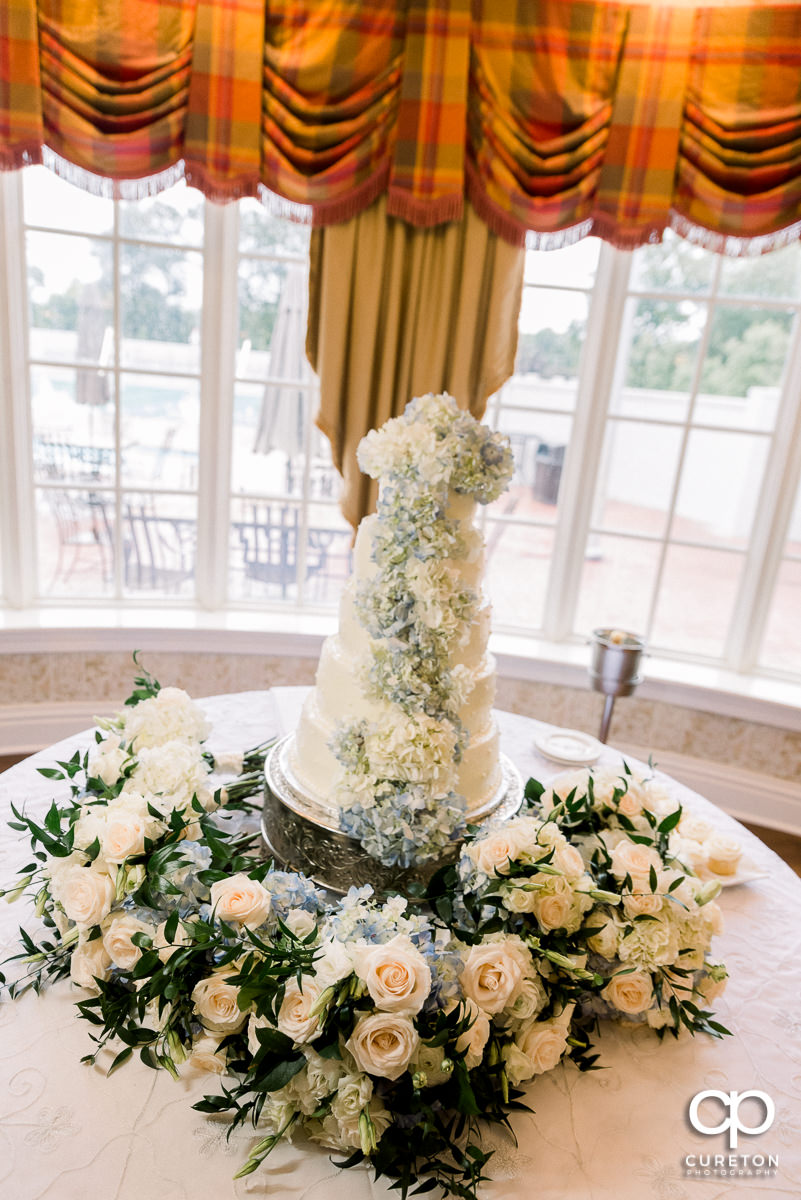 Wedding cake at Spartanburg Country Club.