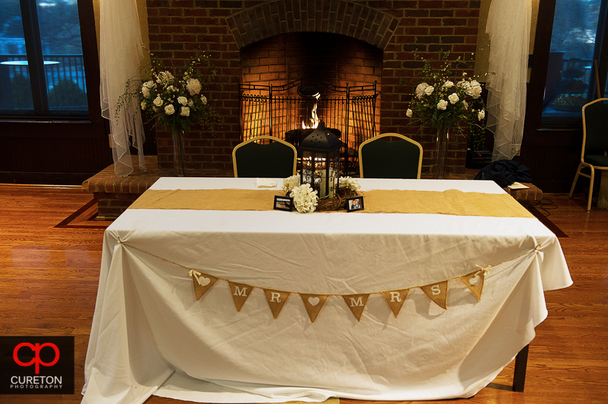 Table for bride an groom.