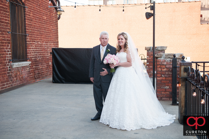 Bride and dad outside.