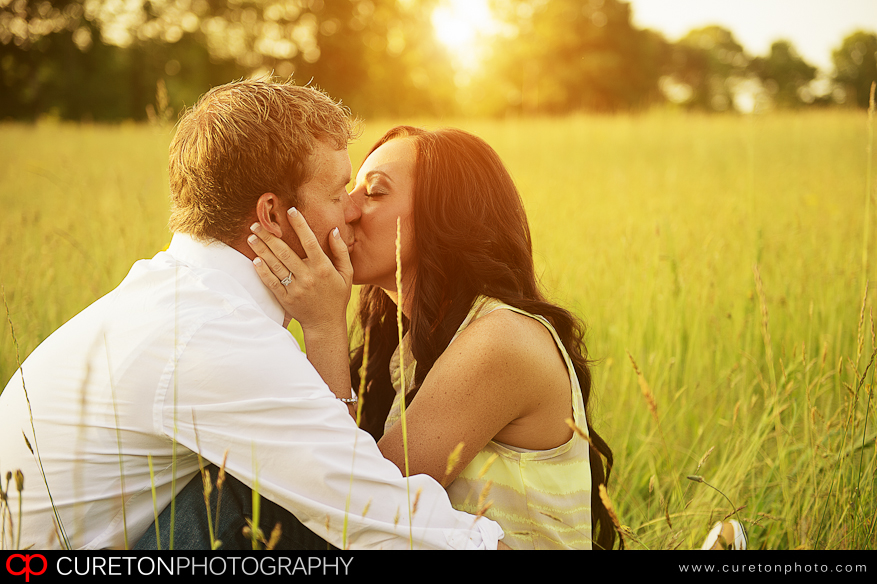 A couple kissing at an engagement session in Chesnee,SC.