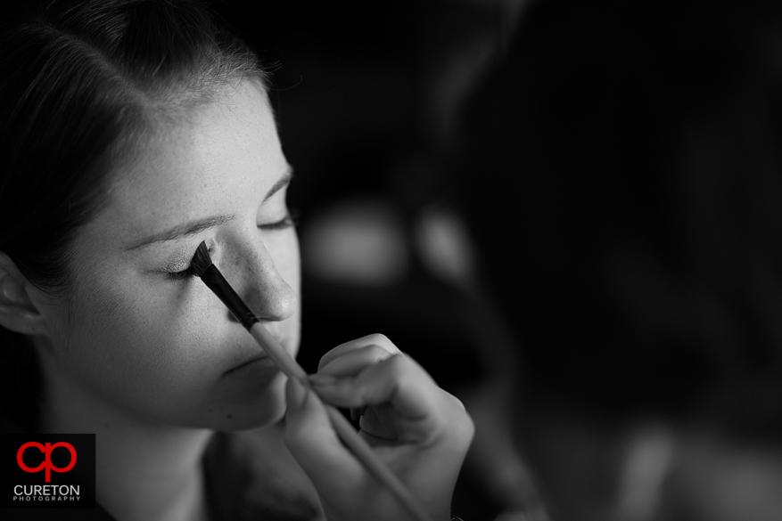 The bride has her eye makeup applied.
