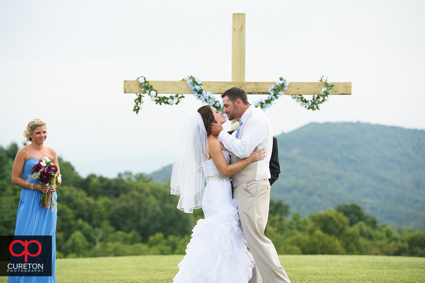 First kiss at the Grand Highlands outdoor wedding.