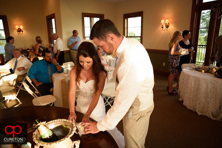 Tehbirde and the groom cut the cake.