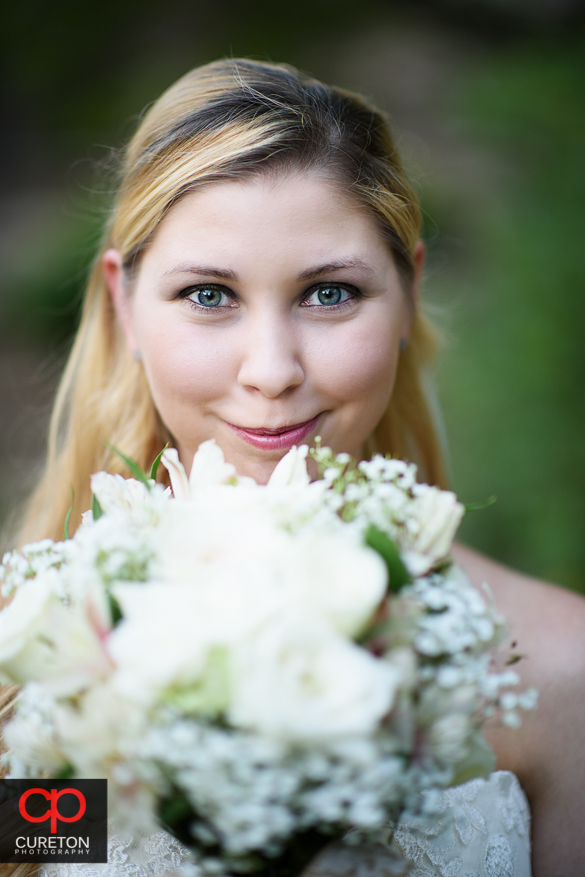 Bride holding her flowers in tehgarden.