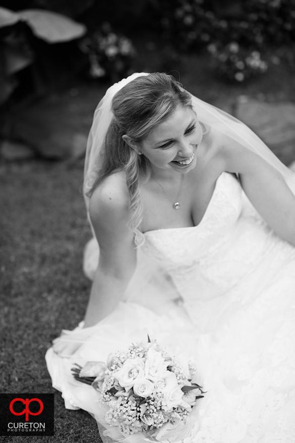 Timeless black and white bridal pose.