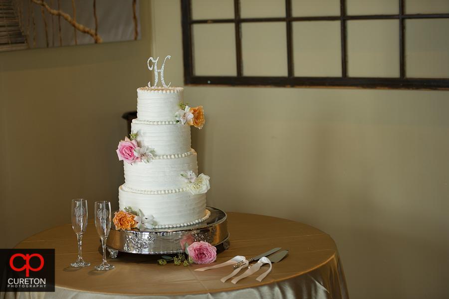 Beautiful wedding cake at the Loom.