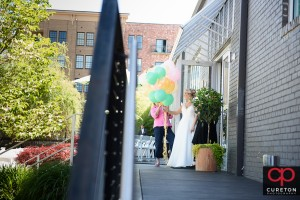 Bride holding balloons ready for her first look.
