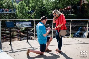 Woman says yes to her boyfriends marriage proposal.