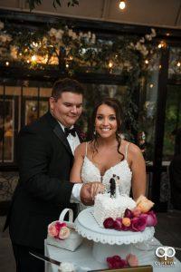 Bride an groom cutting the cake.