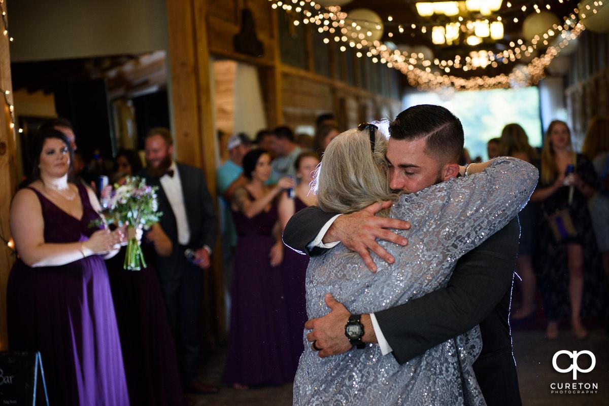 Groom hugging his mom.