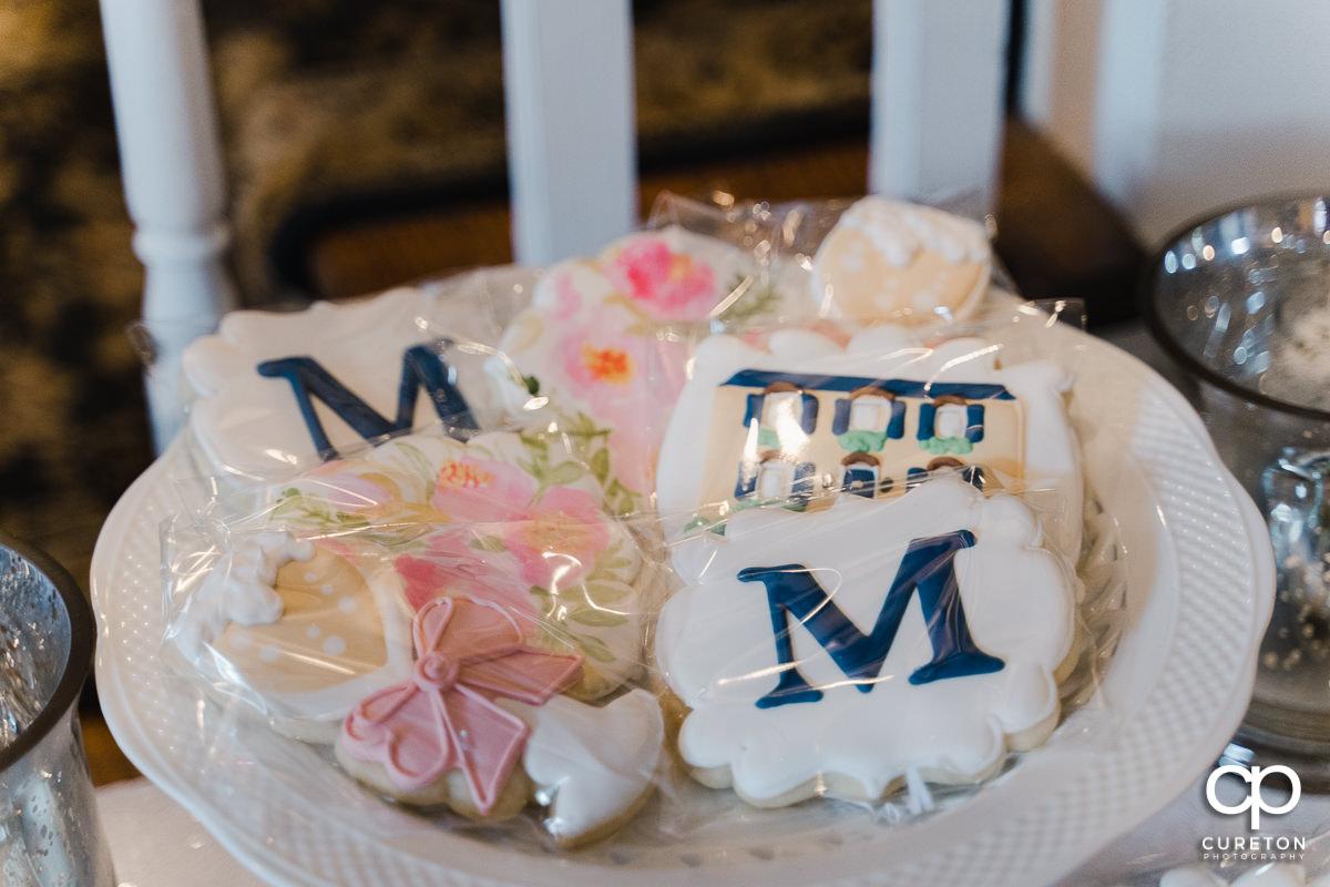 Custom cookies at the wedding.