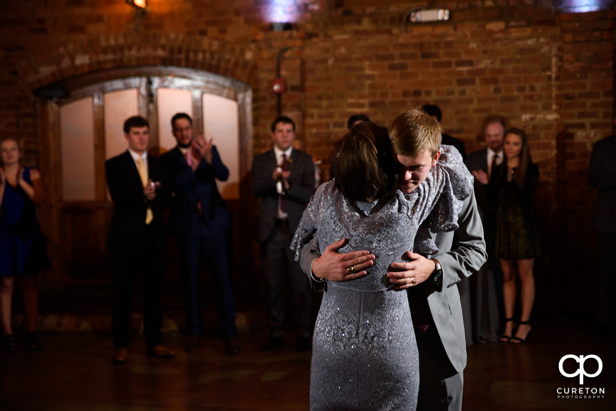 Groom hugging his mom.
