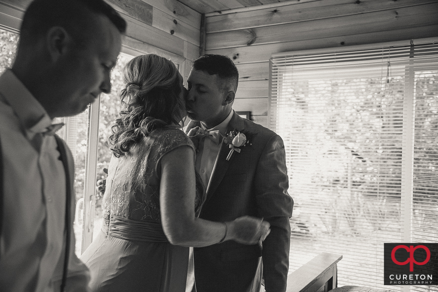 Groom kissed his mom before the wedding.