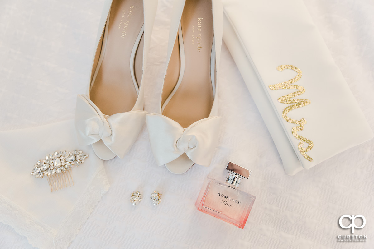 Brides shoes and details.
